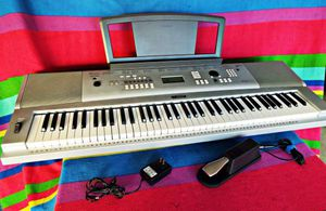 Yamaha DGX-220, Portable Grand Piano/Keyboard + Pedal, Excellent... for Sale in West Los Angeles, CA