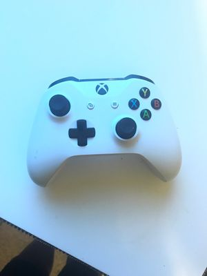 Xbox one s controller new buy doesn't have a back for Sale in Laveen Village, AZ