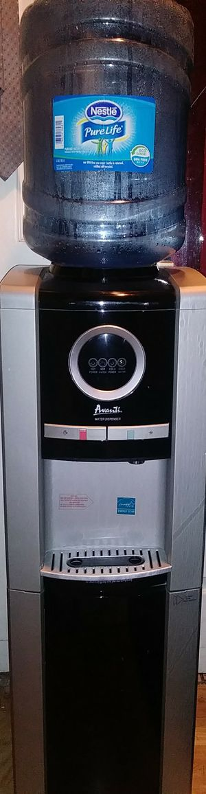 AVANTI WATER COOLER DISPENSER (HOT AND COLD) for Sale in Los Angeles, CA