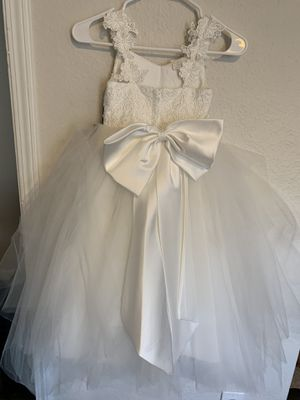 4 to 6 year old white custom flower girl dress for Sale in Las Vegas, NV