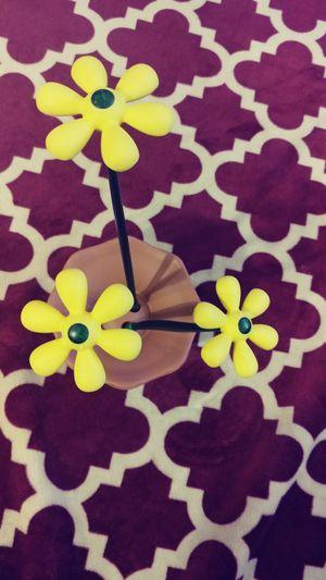 Daisy decoration piece for indoor or outdoor for Sale in Alexandria, VA