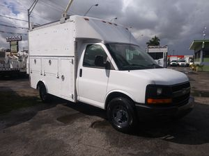 2006 chevy express van box ac cool automatico runs perfectly clean title for Sale in Miami, FL
