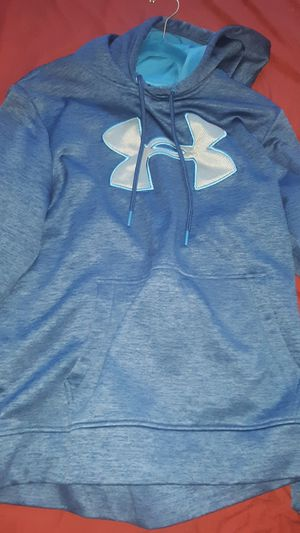Under armour hoodie size M for Sale in Palmdale, CA