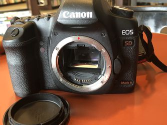 Canon 5D EOS Mark II Digital Camera W/ Battery for Sale in WARRENSVL HTS,  OH