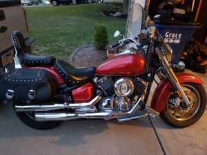 2008 Yamaha VStar Classic 1100 motorcycle. 7900 miles. for Sale in Weldon Spring, MO
