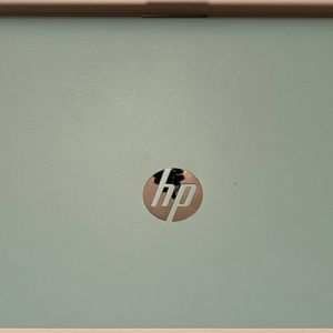 HP 15.6 INCH LAPTOP for Sale in Pittsburgh, PA