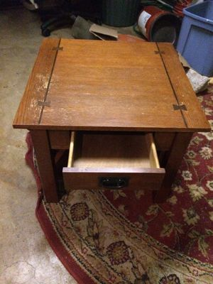 End table with drawer for Sale in Pasadena, TX