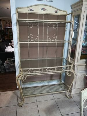 Dining set and Baker's rack with glass shelves and wine storage. East Orlando for Sale in Orlando, FL