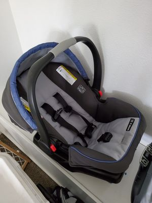 Snugride 35 car seat with base. Used but good shape. $20. for Sale in Parkland, WA