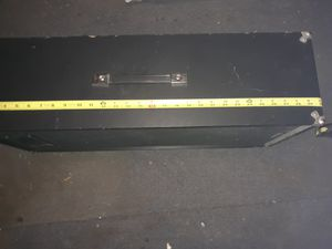 """30 """" tall Realistic Music Speaker for Sale in Princeton, IN"""