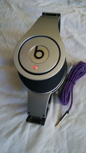 BEATS BY DR DRE HANDPHONES STUDIO POWER GOOD SOUND for Sale in Escondido, CA