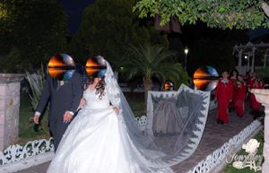 beautiful wedding dress 👰 made by a famous Mexican designer for Sale in Vallejo, CA