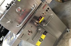 Char broil grill 96 for Sale in Long Beach, CA