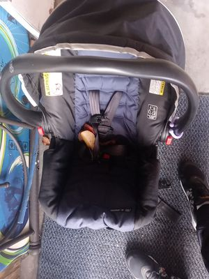 GRACO CAR SEAT AND BASE. VALID. for Sale in Whitehall, OH