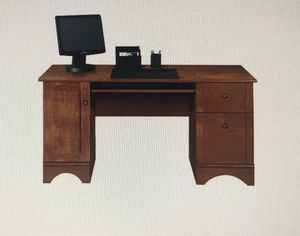 Computer desk for Sale in Beaverton, OR