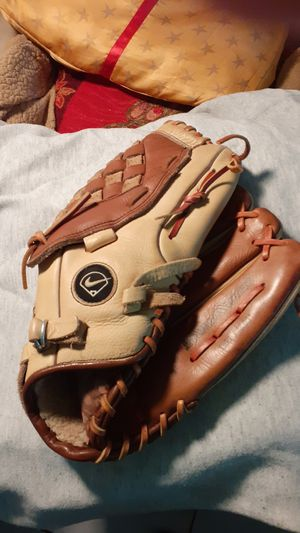 Softball out fielders glove . for Sale in Miami, FL