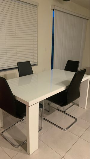 White dining table for Sale in Vero Beach, FL