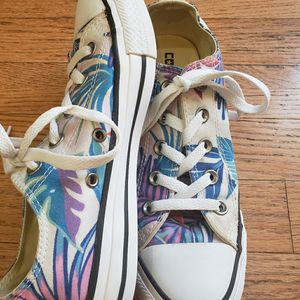 Converse ladies size 6 for Sale in Duluth, GA