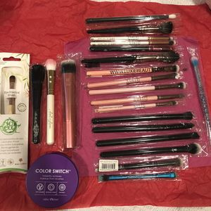 Makeup brushes bundle!!! $210.00 value for Sale in Los Angeles, CA