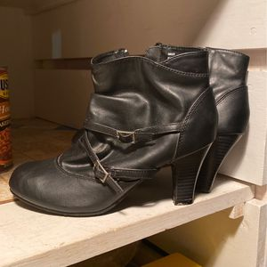 Bowed Ankle Zippered Shoes for Sale in Hanover, PA