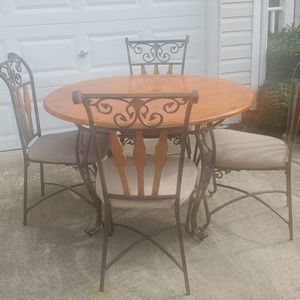Diningroom Table & 4 Chairs for Sale in Raleigh, NC