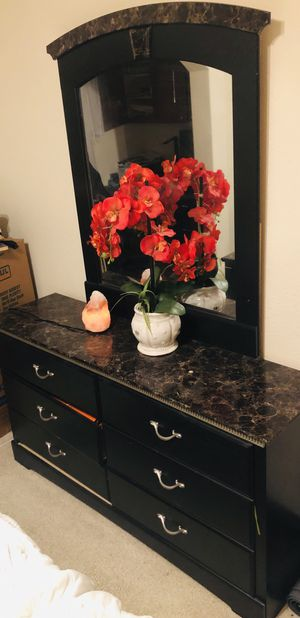 dresser with mirror for Sale in Houston, TX