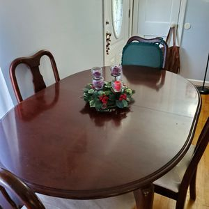 Dining Room Table With Four Chairs for Sale in Uniontown, PA