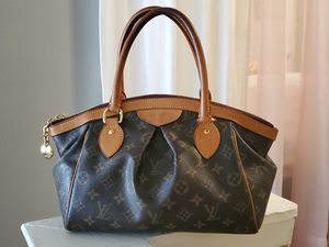 Authentic Louis Vuitton Tivoli pm Ladies bag in excellent condition must see! for Sale in Arlington, TX