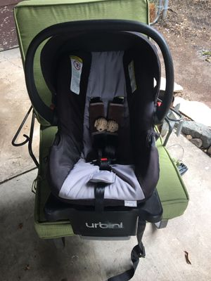 Kids baby car seat with base for Sale in Fort Worth, TX