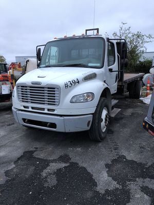 Freighliner flatbed truck for Sale in San Antonio, TX