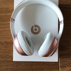 Beats Solo2 Wireless Rose Gold - New Condition for Sale in San Francisco, CA