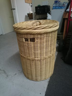 Large wicker hamper for Sale in TN, US
