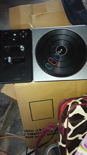 X box 360 DJ hero turntable for Sale in St. Louis, MO