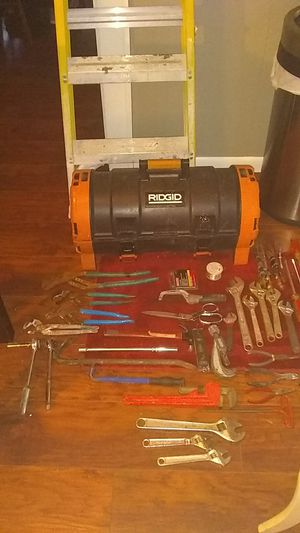 five foot and six foot ladders an Ridgid tool box with tool inside for Sale in Pickerington, OH