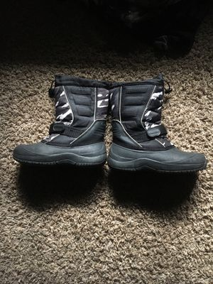 Grey and Black snow boots size 3 for Sale in Homewood, IL