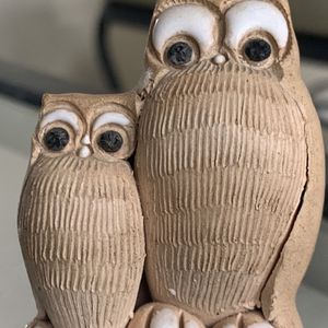 """Vintage mini handpainted owls 2.5"""" tall figurine In good condition, tiny chip, please see all the pictures for Sale in Hobe Sound, FL"""