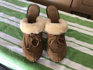 Michael Kors Sz 7 Tan Suede Shearling Mules Wood Heels for Sale in Paradise Valley, AZ