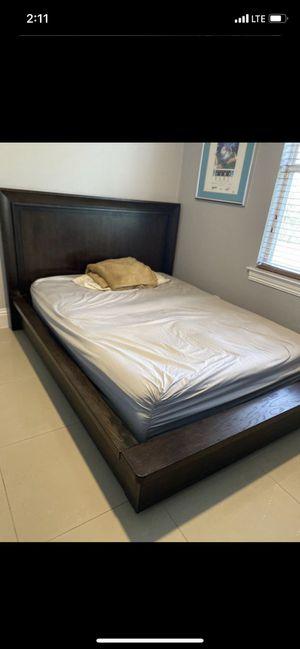 Queen Bedroom Set Furniture. for Sale in Naples, FL