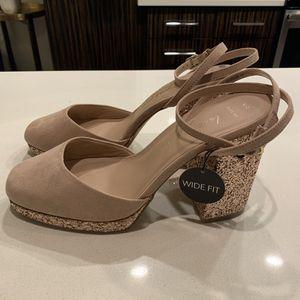 New Nude Closed Toe Glitter Block Heels (10 wide) for Sale in Philadelphia, PA