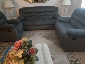 3 piece living room set for Sale in ROXBURY CROSSING, MA