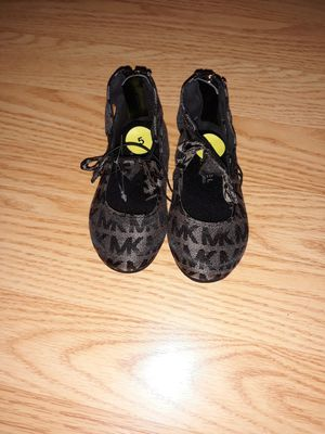 Michael kors size 5 for Sale in Orlando, FL