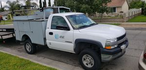 2002 Chevy 2500 156 mil millas for Sale in Riverside, CA