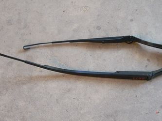 2019 Infiniti QX50 Wiper Arm Pair (stk#2033) for Sale in Chicago,  IL