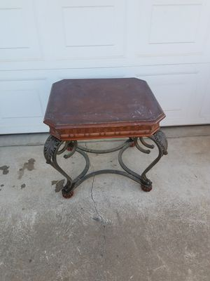 Heavy duty End table! for Sale in Fresno, CA