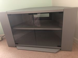 Corner tv stand holds up to 32 inch for Sale in Orlando, FL