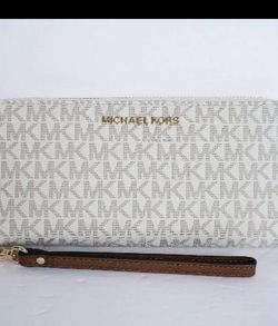 Michael Kors Wallet New for Sale in Harker Heights,  TX