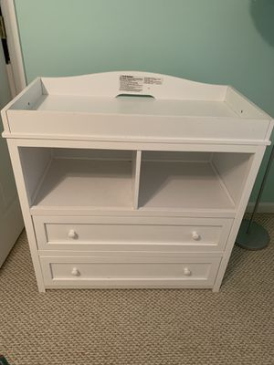 White changing table dresser for Sale in Atlanta, GA
