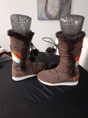 Nike woman's boots size 8 for Sale in Brockton, MA