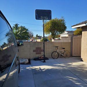 Basketball Hoop. for Sale in Huntington Beach, CA