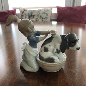 "Lladro ""Lavando al Perro"" Mint Condition 5455 for Sale in Oradell, NJ"